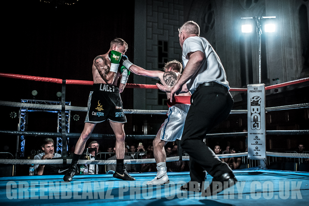 Liam Richards connects with UK Boxer Des Newton at Plymouth Guildhall