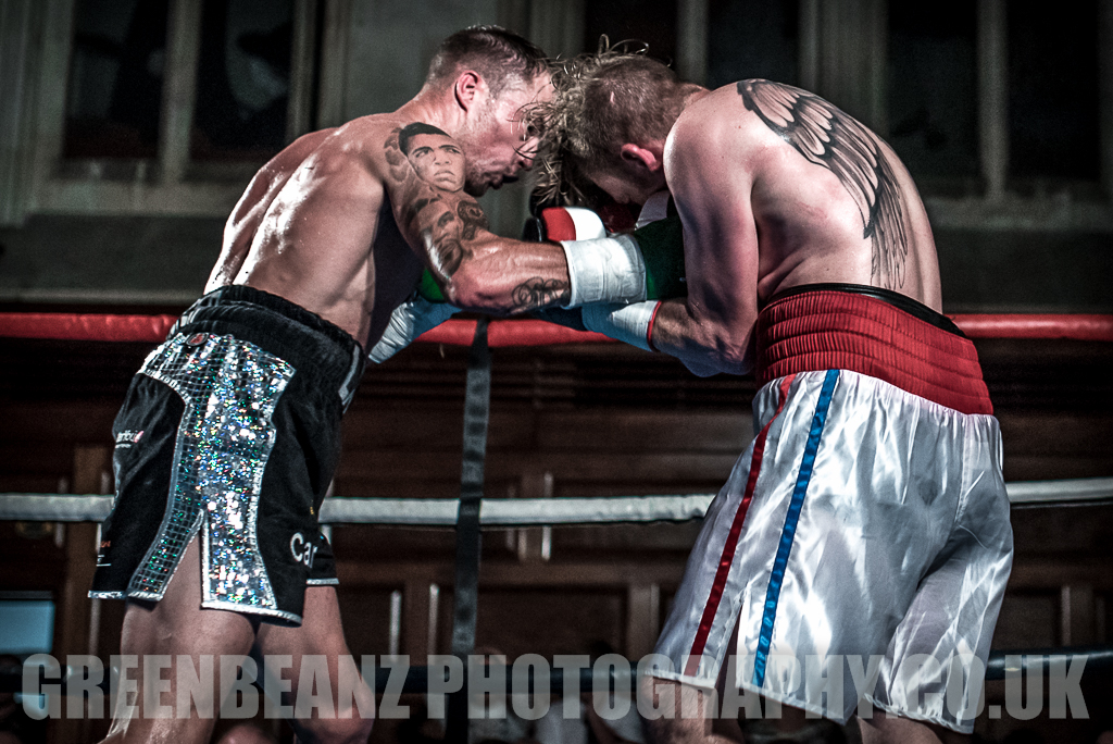 UK Boxer Des Newton toe to toe with Liam Richards at Plymouth Guildhall